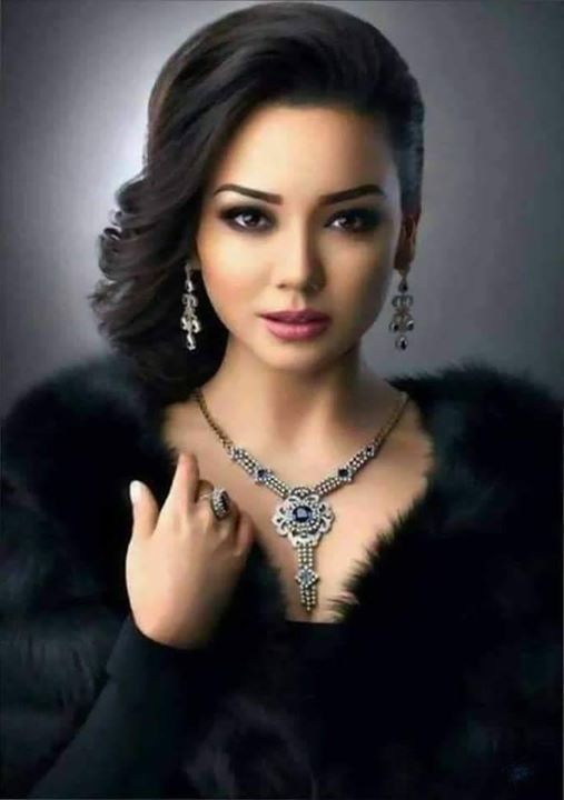 مغربية مطلقة فى ماليزيا بدى زواج معلن من رجل محترم غير معقد يكون متفاهم